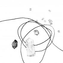 石と糸のアクセサリ