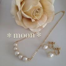 *moon*