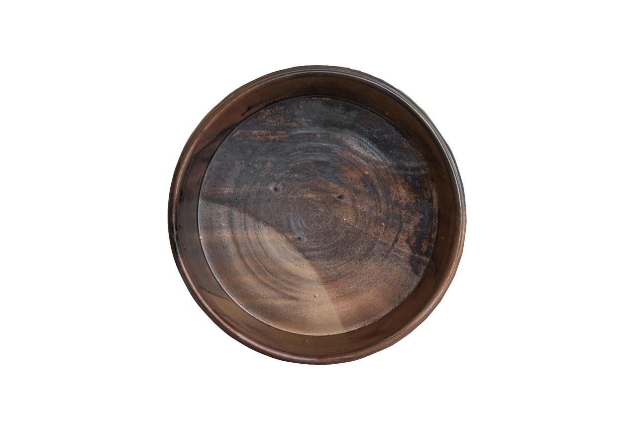 黒と褐色、柿色が複雑に混じり合い金属のような光を放つ