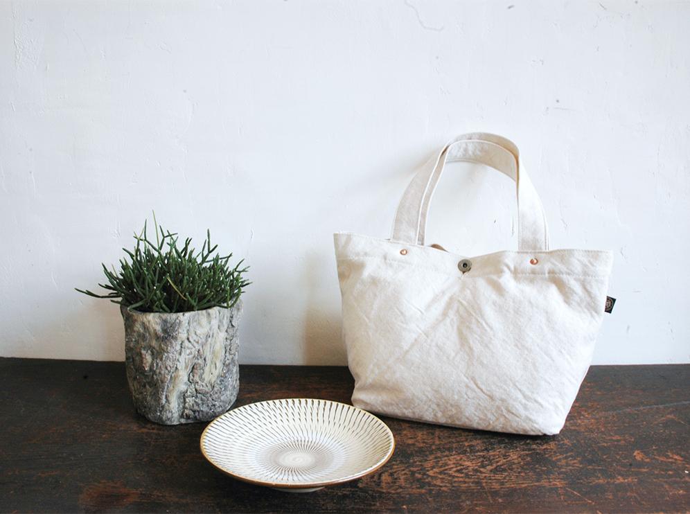 倉敷帆布のバッグや民藝のうつわを扱うショップ「布と器と植物こまのぐ」